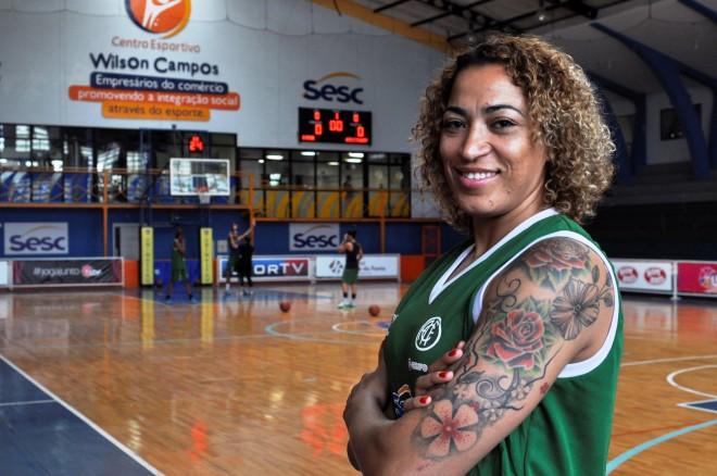 Contratada pelo América de Recife no começo de 2016, Erika está pronta para estrear (Robson Neves/Divulgação)