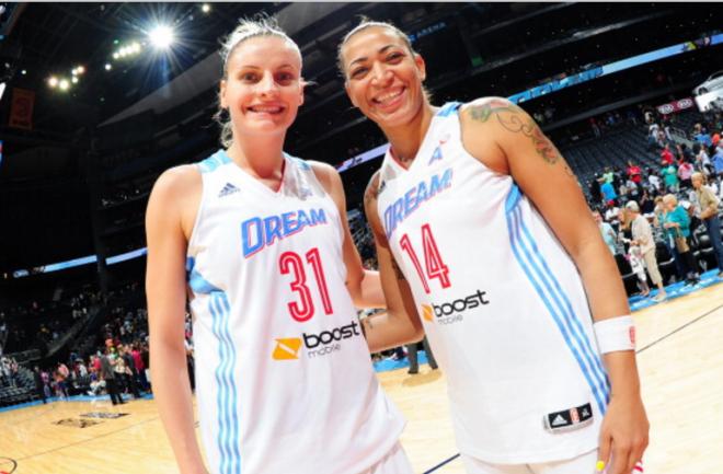 Antes companheiras de time e hoje rivais, Nádia e Érika de Souza são muito amigas fora de quadra (Getty Images/Divulgação)