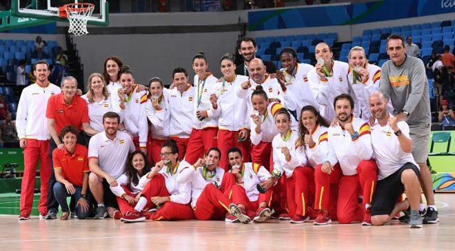 Mesmo com derrota na Final, Espanha termina histórica campanha nos Jogos Olímpicos Rio 2016 com medalha de prata e sorriso no rosto (Divulgação/FIBA)