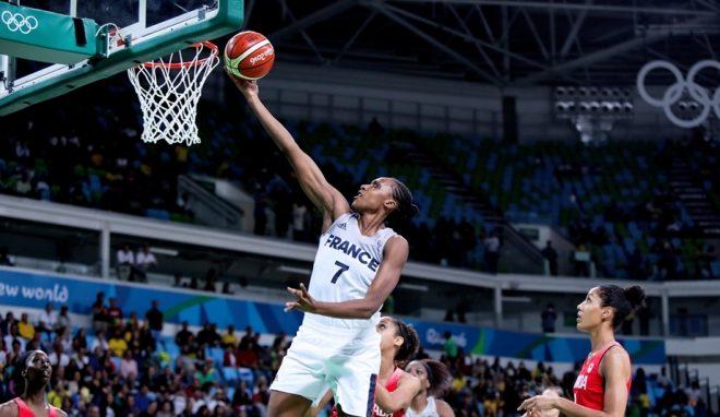 Vice-campeã olímpica, a França garantiu presença na semifinal e continua em busca de mais uma campanha histórica (Divulgação/FIBA)