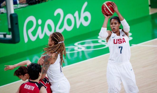 Com mão mais do que afiada, Maya Moore foi uma das destaques de mais uma vitória esmagadora dos Estados Unidos no Rio 2016 (Divulgação/FIBA)
