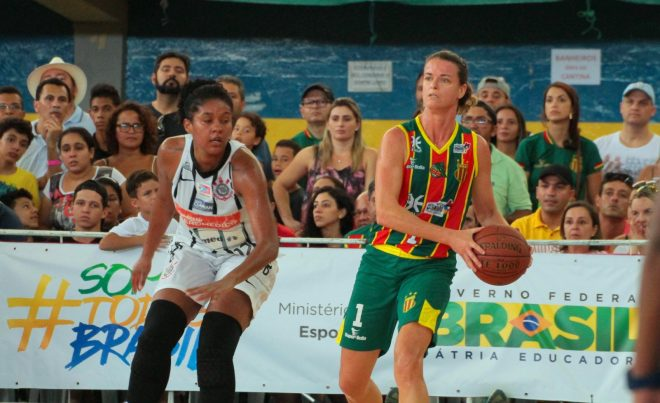 Campeã da LBF CAIXA com o Sampaio Corrêa, Carina Felippus atuará em Blumenau na temporada 2016/2017 (Biaman Prado/LBF)